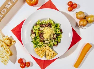 Salată cu muschi de vita si dressing de hrean