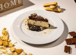 Cheesecake cu Oreo si glazura de caramel