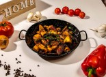 Ciuperci la tigaie în sos de vin și usturoi